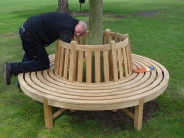 Outstanding delivery service - Teak tree bench installation