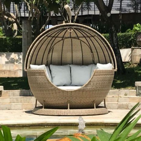 Sandbanks Luxury Outdoor Rattan Apple Day Bed H 230cm W200cm